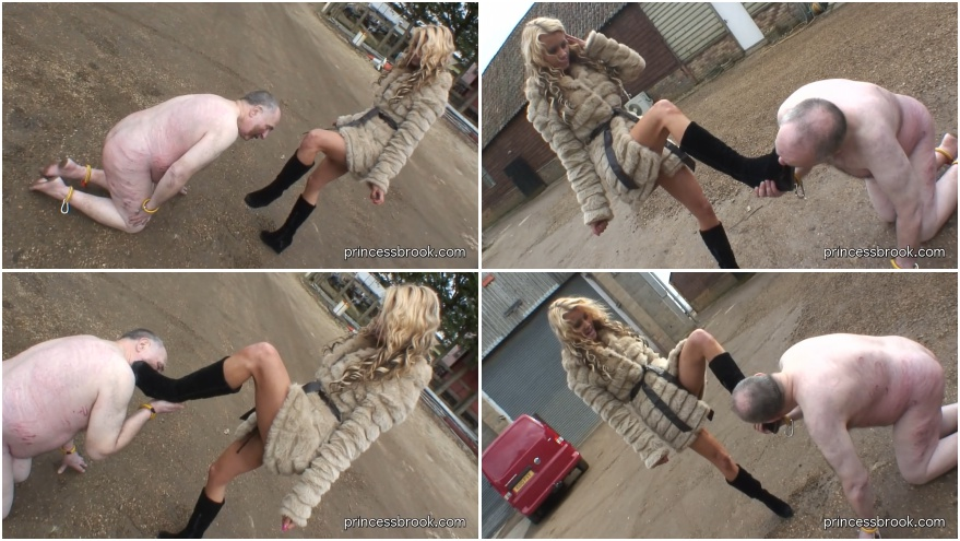 Outdoor dirty boots licking fetish