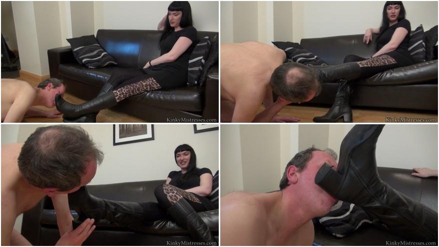 Huge boobed wife at gloryhole