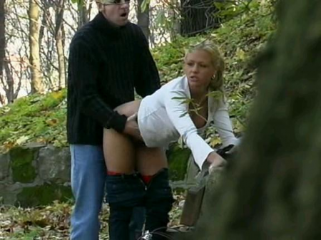 Young girl outdoor natural fuck
